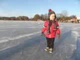 Hierbij een foto van Sven Hulleman op de ijsbaan. Misschien is Sven  Kramer ook wel zo begonnen! Oma Gerry heeft hem alvast op de foto gezet! J. Berends, Diepenveen